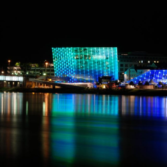 Ars_Electronica_Center_2011_by_night-e1463668979533