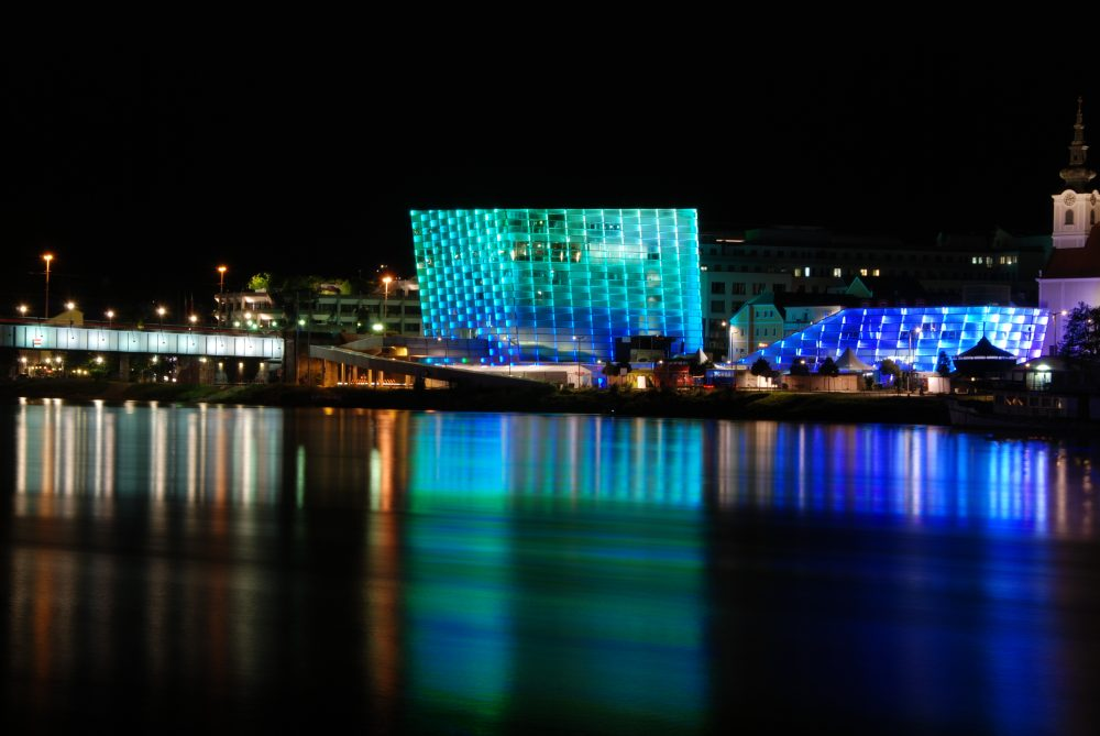 Ars_Electronica_Center_2011_by_night